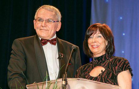 Helfried Schmidt und Petra Träger, Vorstand der Oskar-Patzelt-Stiftung